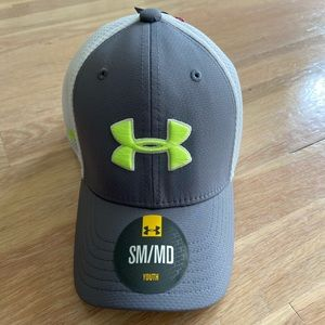 Boys under armour golf youth hat size SM/MD NWT